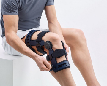 The SecuTec Genu hard frame orthosis uses the 4-point principle to provide reliable stabilization, e.g. for cruciate ligament, collateral ligament, and meniscus injuries.